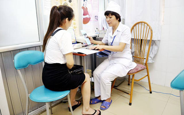 Tư vấn các biện pháp phòng tránh thai an toàn nhằm hạn chế tình trạng nạo phá thai.