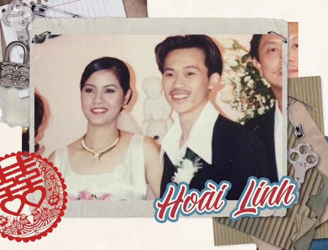 Bức ảnh cưới hiếm hoi của danh hài Hoài Linh và vợ, đồng thời cũng là bức ảnh duy nhất lộ mặt bà xã của danh hài. Đám cưới được tổ chức ở hải ngoại, trong một nhà hàng sang trọng.