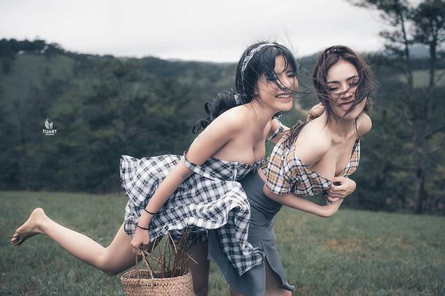 Hai bức ảnh bình thường nhất trong loạt ảnh phản cảm của Á hậu Thư Dung.