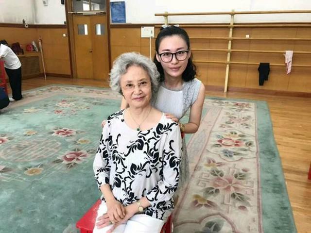 Ở tuổi 75, Dương Xuân Hà có cuộc sống viên mãn hạnh phúc bên con cháu. (Ảnh: Internet)