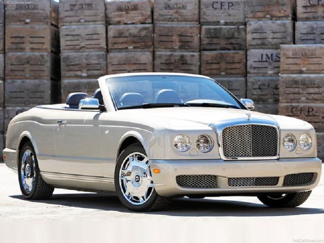 Bentley Azure màu vàng cát của ông chủ cà phê Trung Nguyên là chiếc xe có một không hai tại Việt Nam.