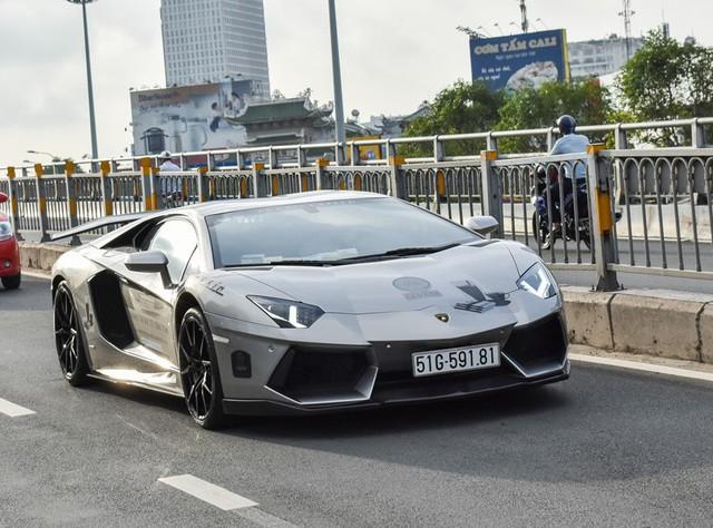 Lamborghini Aventador độ DMC chưa từng qua tay bất kỳ chủ nhân nào tại Việt Nam trước khi thuộc sở hữu của ông Đặng Lê Nguyên Vũ. Xe do một đại lý siêu xe trên đường An Dương Vương, quận 5 nhập về cuối 2016. Ảnh: Zing