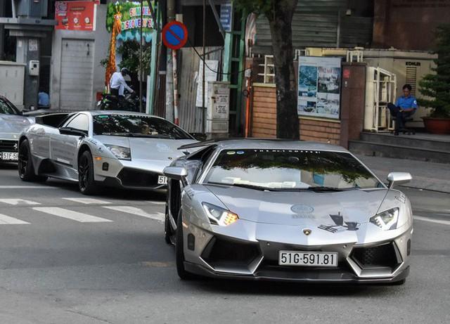 So với những chiếc Aventador bản thường tại Việt Nam, chiếc xe này được bổ sung cánh gió lớn bằng sợi carbon, khuếch tán sau được thiết kế lại nhằm tối ưu hoá tính khí động học. Bộ vành của bản Lamborghini Aventador LP720-4 50 Anniversario. Ảnh: Zing.