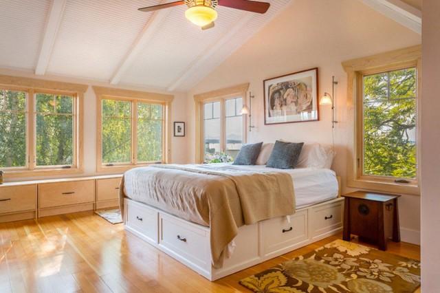 1. Chiếc giường lưu trữ là một lựa chọn tuyệt vời cho những gian phòng ngủ sở hữu diện tích khiêm tốn.