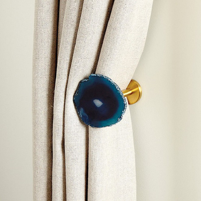 Đồ giữ rèm chính là ứng dụng cực kỳ sáng tạo trong phòng ngủ mà bạn nên sử dụng.
