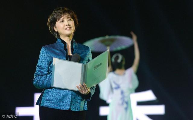 Ở tuổi 66, Chu Lâm vẫn đẹp mặn mà, quý phái.