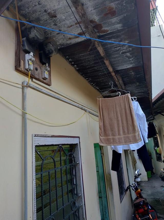 Một dãy trọ tại khu vực Chùa Láng đang phải chịu mức giá là hơn 4.000 đồng/số điện.  Ảnh:N.Hiếu