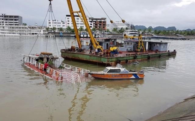 Hiện trường vụ chìm tàu du lịch Trang Linh QN - 6419 rạng sáng 13/7. Ảnh: T.Nguyên