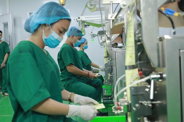 """Quy trình sản xuất sạch sẽ và nguồn nguyên liệu được tuyển chọn, chế biến nghiêm ngặt là yếu tố làm nên """"danh hiệu vàng"""" về độ an toàn của sản phẩm."""