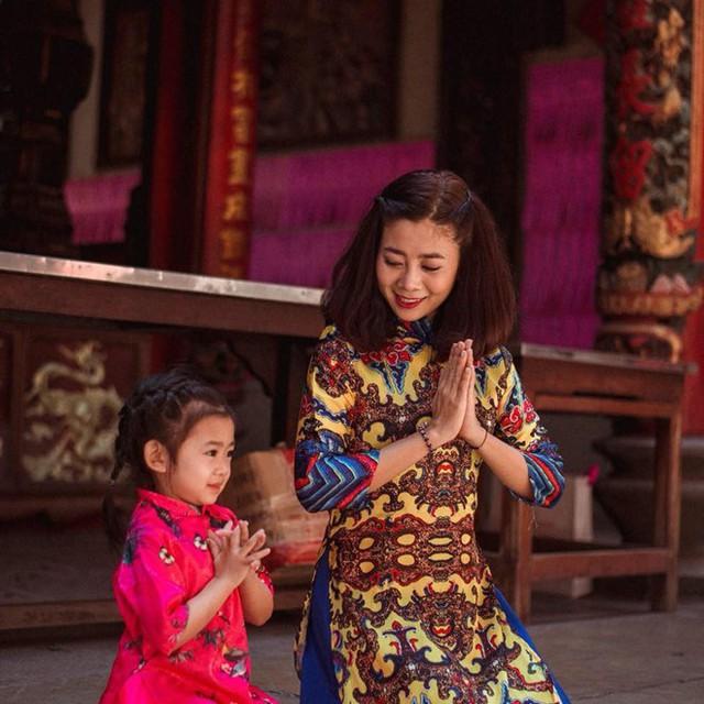 Diễn viên Mai Phương và con gái Lavie.