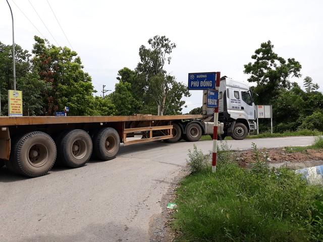 Để né trạm thu phí Hà Nội – Bắc Giang, các tài xế rẽ vào đê Phù Đổng sau đó vòng ra tỉnh lộ 179 đến cầu vượt Đại Đồng rồi nhập vào cao tốc.