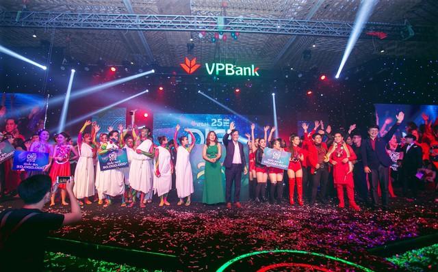 2018 là một năm trọng đại với VPBank khi ngân hàng này tròn 25 tuổi, đồng thời là năm đầu tiên trong chiến lược 5 năm 2018 – 2022. Chính vì vậy, đại lễ sinh nhật cũng được đầu tư hơn với một cuộc thi nhạc remix được tổ chức trên toàn quốc.