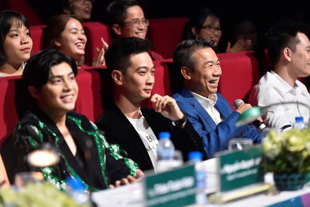 Các nhà sản xuất âm nhạc và nghệ sĩ hàng đầu tại Việt Nam như Slim V, Touliver, Soobin Hoàng Sơn, Noo Phước Thịnh đã đồng hành cùng thí sinh từ vòng sơ khảo để có được các tiết mục hoàn chỉnh và chuyên nghiệp nhất có thể.