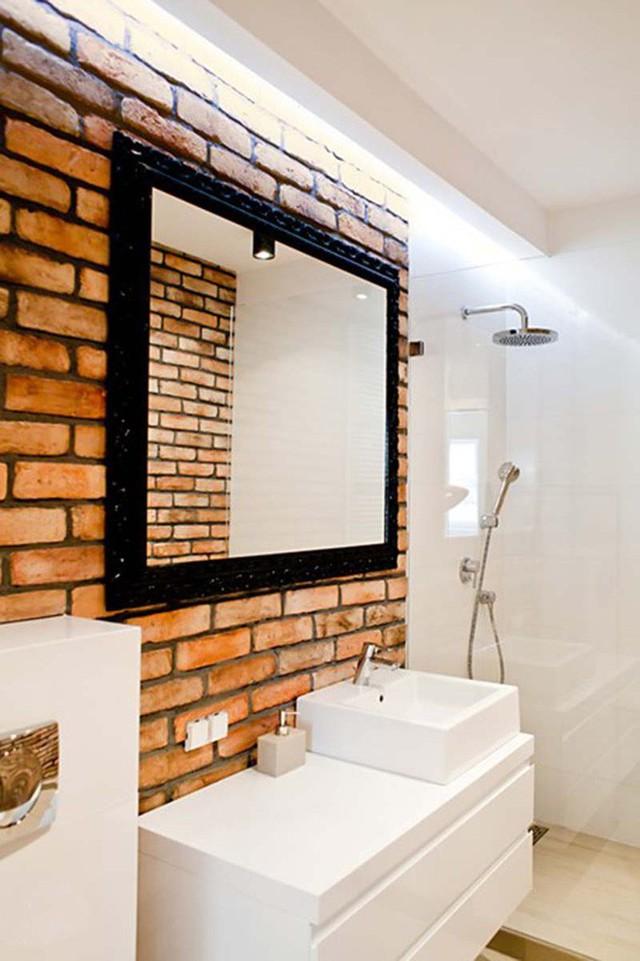 Mẫu đèn led có ánh sáng trắng mang đến căn phòng tắm vẻ đẹp hiện đại, thoáng đãng.