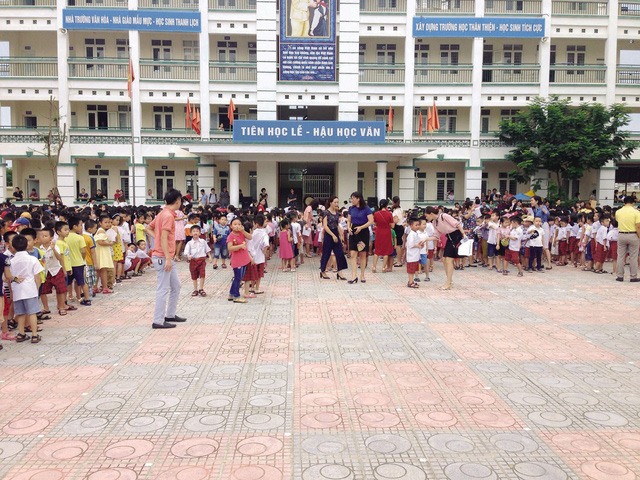 Năm học 2018 – 2019, Hà Nội tăng mạnh về số lượng học sinh vào lớp 1 khiến một số trường có sĩ số trên 60 học sinh/lớp.     Ảnh: Q.A