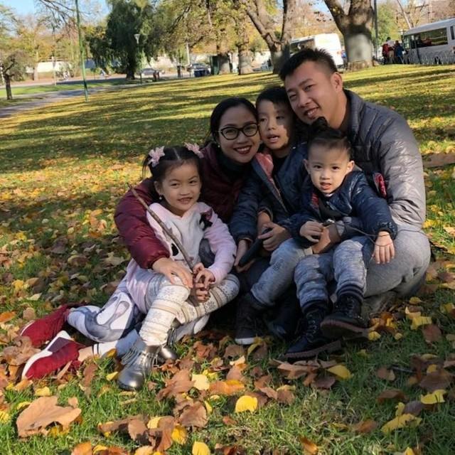 Trên trang cá nhân thời gian gần đây, MC Ốc Thanh Vân thường xuyên chia sẻ những khoảnh khắc hạnh phúc, đầm ấm của gia đình mình trong căn nhà riêng. Ở đó, mọi người có thể dễ dàng ngắm nhìn, chiêm ngưỡng vẻ đẹp ấm cúng và sang trọng của căn biệt thự xinh xắn.