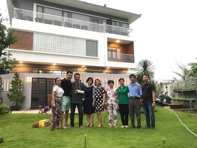 Tháng 4/2018, gia đình MC Ốc Thanh Vân dọn về căn biệt thự mới vào đúng dịp Lễ phục sinh. Nữ MC cho biết đây là thành quả của vợ chồng cô sau thời gian gian vất vả.