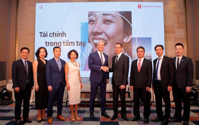 Lãnh đạo AIA Việt Nam và Public Bank Việt Nam tại Lễ ký kết thỏa thuận hợp tác.