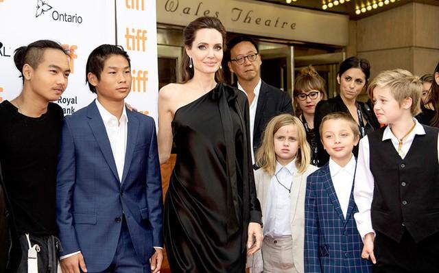 Angelina Jolie đã thoải mái hơn trong cuộc chiến kéo dài một tháng với Brad Pitt.