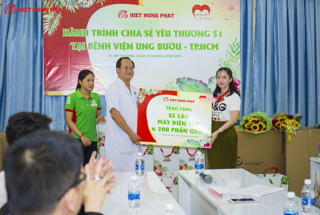 Hành trình chia sẽ yêu thương của Công ty Việt Hưng Phát tới những bệnh nhân đang điều trị tại Bệnh viện Ung Bướu