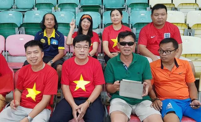 Gia đình các cầu thủ Văn Toàn, Văn Thanh, Xuân Trường có mặt tại Indonesia cổ vũ cho đội tuyển U23 Việt Nam thi đấu vòng bảng. Ảnh: V.T