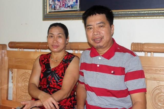 Bố mẹ cầu thủ Văn Toàn tin tối nay đội tuyển U23 Việt Nam sẽ giành chiến thắng trong trận tứ kết. Ảnh: Đ.Tùy