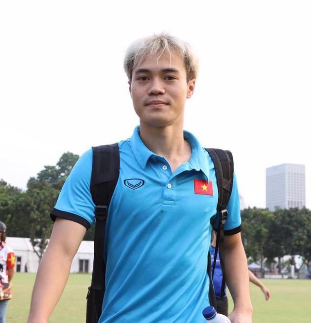 Ngay trong ngày đầu lên tập trung đội tuyển Olympic Việt Nam (U23 Việt Nam), Nguyễn Văn Toàn đã trở thành biểu tượng về thời trang tóc mang hơi hướng Kpop trong giới cầu thủ trẻ Việt Nam hiện nay.