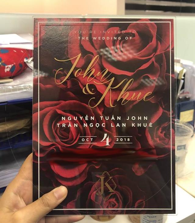 Mới đây, trên mạng xã hội xuất hiện một tấm thiệp mời đám cưới được cho là của siêu mẫu - Hoa khôi Áo dài Việt Nam 2015 với bạn trai đại gia. Tấm thiệp có ghi tên chủ nhân bữa tiệc là Nguyễn Tuấn John và Trần Ngọc Lan Khuê.