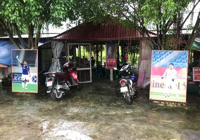Từ vòng 1/8, quán giải khát của bố mẹ Đức Huy miễn phí đồ uống trong quá trình đội U23 Việt Nam thi đấu. Ảnh: Đ.D