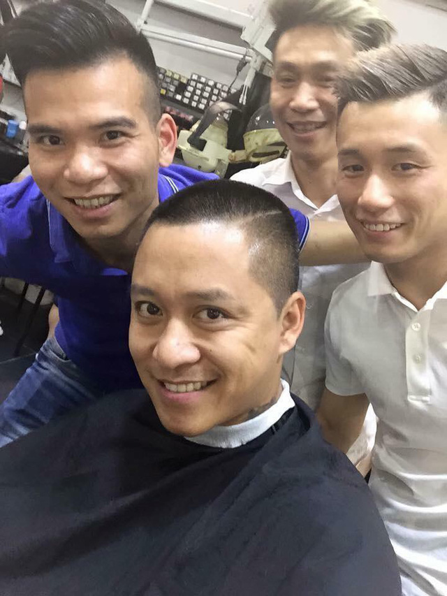 Tuấn Hưng từng gây sốc vì cạo trọc đầu khi U23 Việt Nam thua U23 Thái Lan.