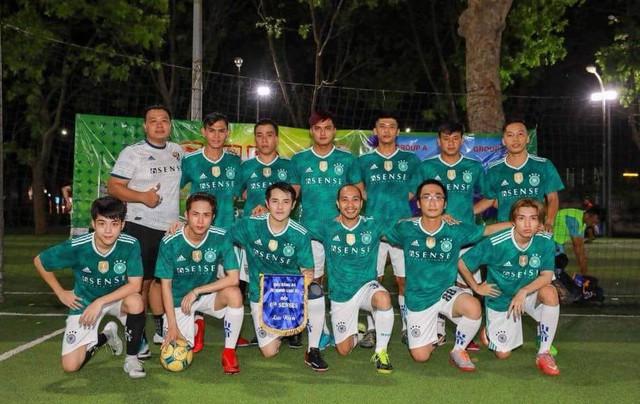 Đội bóng của công ty Ông Cao Thắng luôn được anh cho hoạt động thường xuyên với nhiều giải đấu lớn nhỏ.