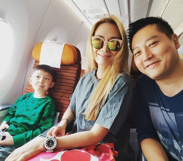 Gia đình người đẹp Singapore đi du lịch bằng chuyên cơ hạng sang.