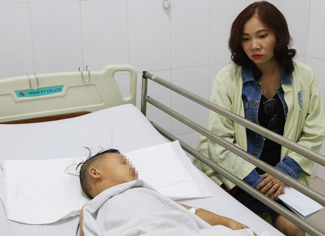 Cháu T. đang được chăm sóc tại bệnh viện. Ảnh: Tri thức trực tuyến