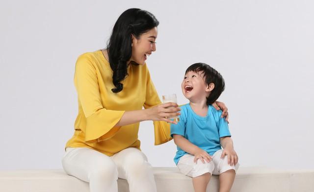 Chọn sữa cho bé bị táo bón cần lưu ý chọn loại có bổ sung Synbiotics