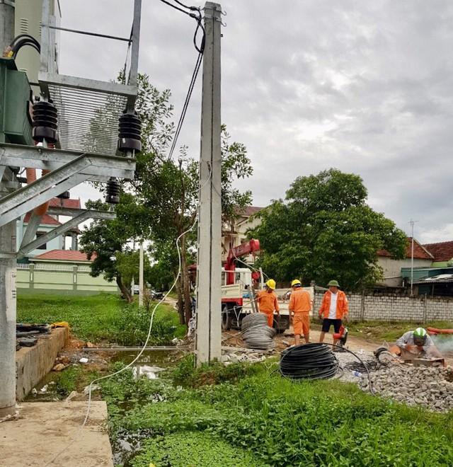 Nhân lực tại các đơn vị đang xử lý đảm bảo cấp điện sớm nhất cho khách hàng trước ngày 02/09