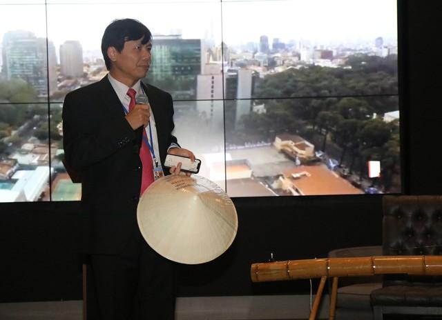 Đại sứ Đặng Đình Quý tại buổi ra mắt sách ở trụ sở Forbes