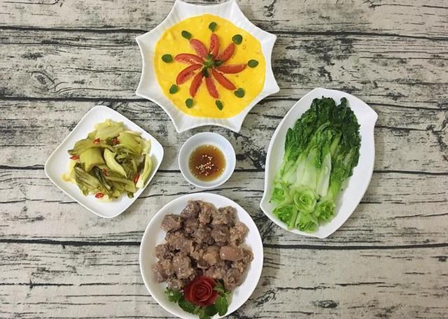Mọi người trong nhà nhận xét Trang đã soán ngôi vua đầu bếp của bố.