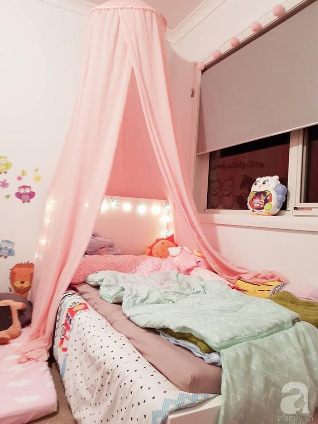 Chị Trâm trang trí căn phòng vô cùng đáng yêu để con gái ngủ riêng được thoải mái.