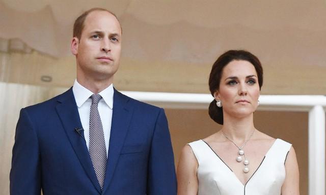Vợ chồng William - Kate được hy vọng sẽ đảm nhận ngôi vị vua và hoàng hậu. Ảnh: UK Press.