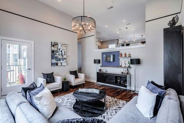 Những căn phòng khách có sự kết hợp giữa truyền thống luôn mang đến một sức hút khó cưỡng.