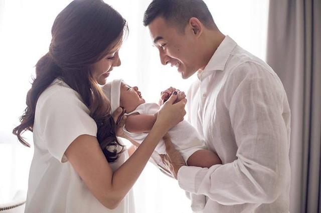 Bảo Bảo thừa hưởng nhiều nét đẹp từ Lương Thế Thành. Thúy Diễm thấy được an ủi phần nào khi bé có 2 lúm đồng tiền giống mình.