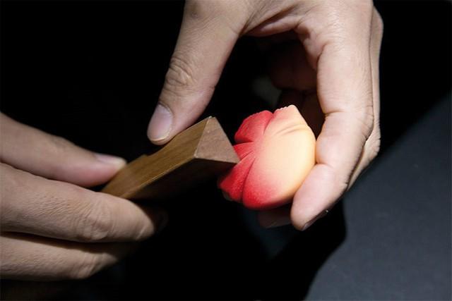 Wagashi là món ngọt được làm thủ công một cách tinh tế. Món ngọt này sử dụng các nguyên liệu thực vật theo mùa là chủ yếu, có thể mang hương vị khác nhau giữa các vùng. Người ta thường dùng các loại wagashi trong các buổi tiệc trà. Ảnh: So Good Magazine.