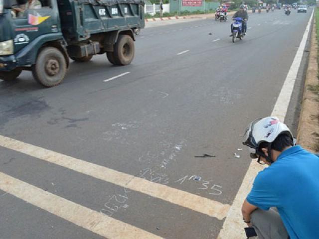 Hiện trường vụ tai nạn làm chị Lê Minh Tâm chết tại chỗ.