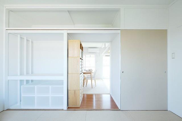 Khi cánh cửa mở đồng thời cũng được sử dụng để che lấp tủ đồ nhiều ngăn.