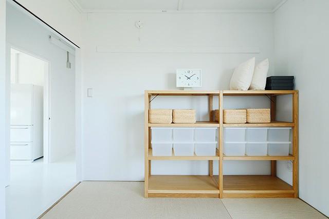 Thêm kệ đựng đồ bằng gỗ thân thiện và tiện dụng.