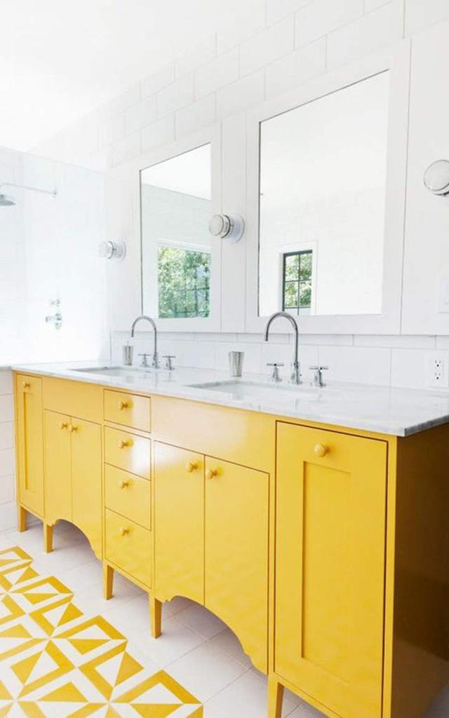 Hãy biến căn phòng tắm gia đình rực rỡ hơn với gam màu vàng tươi mang đầy hơi thở ngày hè.