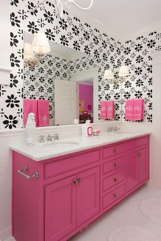 Căn phòng tắm hẳn là sẽ trông nữ tính hơn rất nhiều khi được sơn màu hồng như thế này.