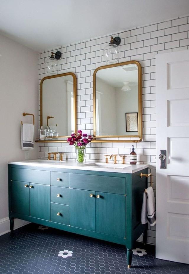 Không chỉ ấn tượng, những bộ tủ nhà tắm được sơn màu đậm còn khả năng giữ màu trong thời gian dài hơn.