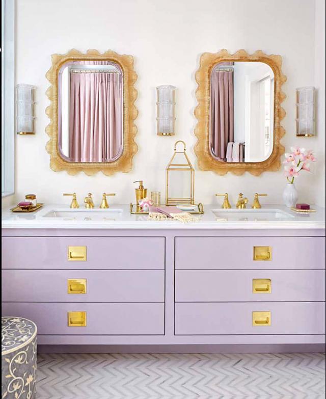 Việc sở hữu một chiếc tủ màu sắc mang đến sức sống và vẻ sinh động bên trong không gian sinh hoạt của gia đình.