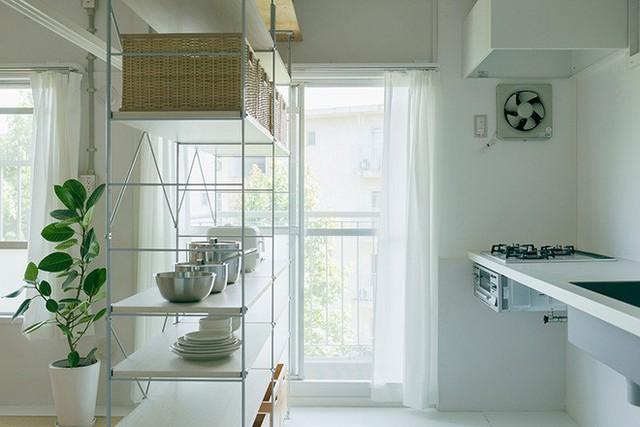 Không gian được ưu ái với màu trắng hòa cùng sắc màu tự nhiên mang đến vẻ đẹp cuốn hút và dung dị.